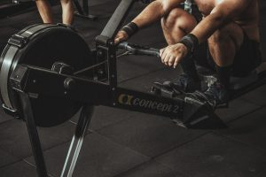 Vælg romaskine som træningsmaskine, hvis du leder efter en maskine, som udfordrer på både styrketræning og kondition