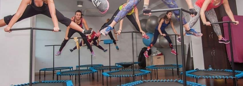 Fitness trampolin hold