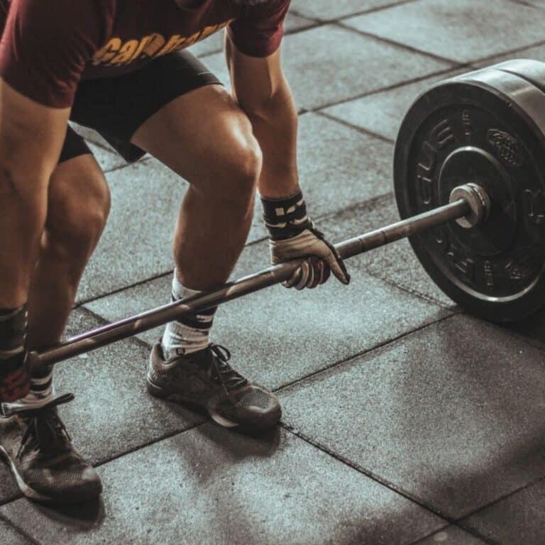Mand med fitness udstyr